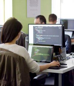 Học lập trình nên mua máy tính nào?